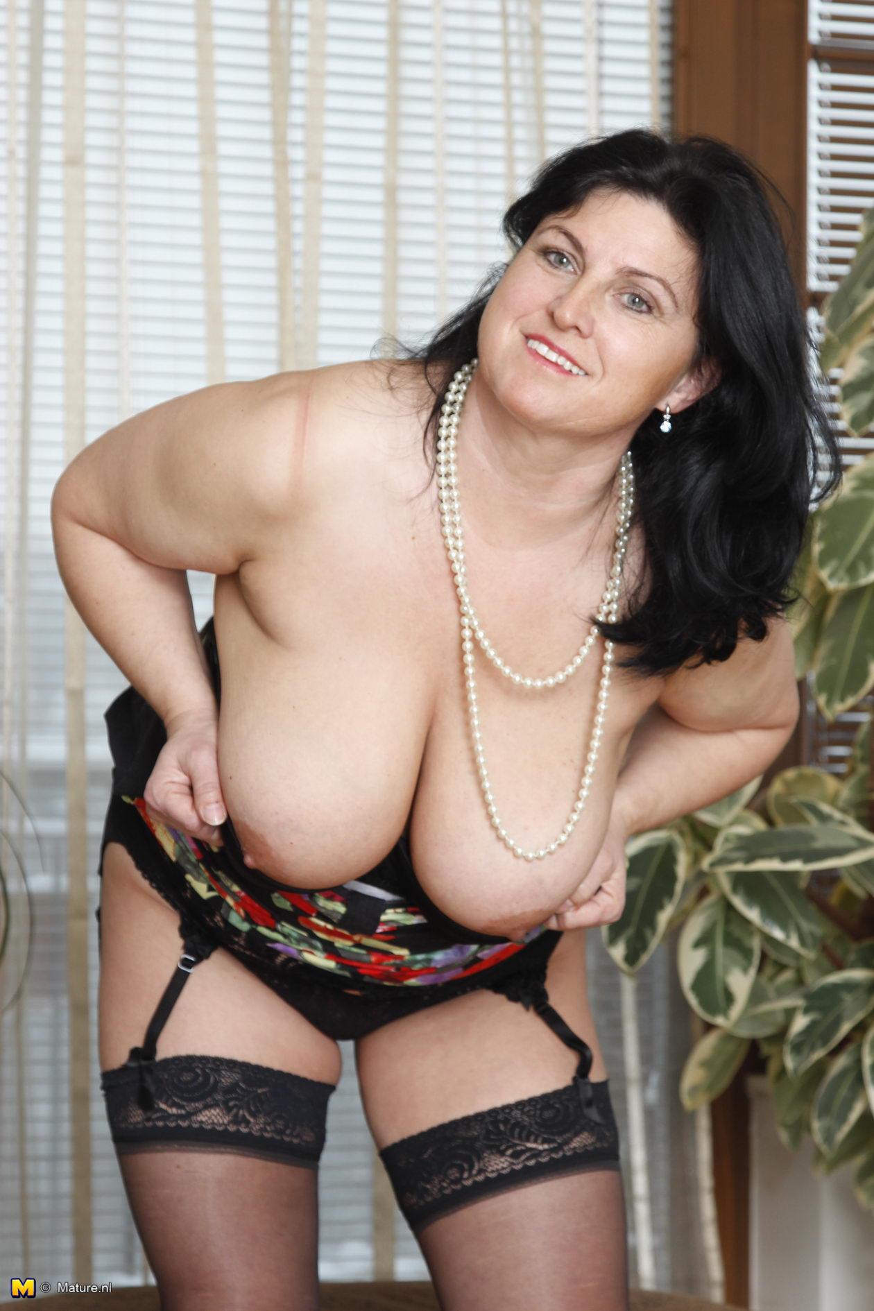 girlfriends-mature-boobs-gallery