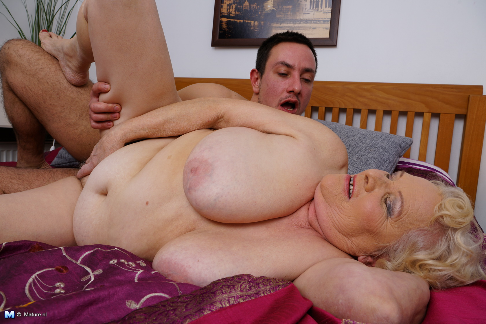 Mature Bbw Playing With Her Toy Boy Big Boobs Gallery