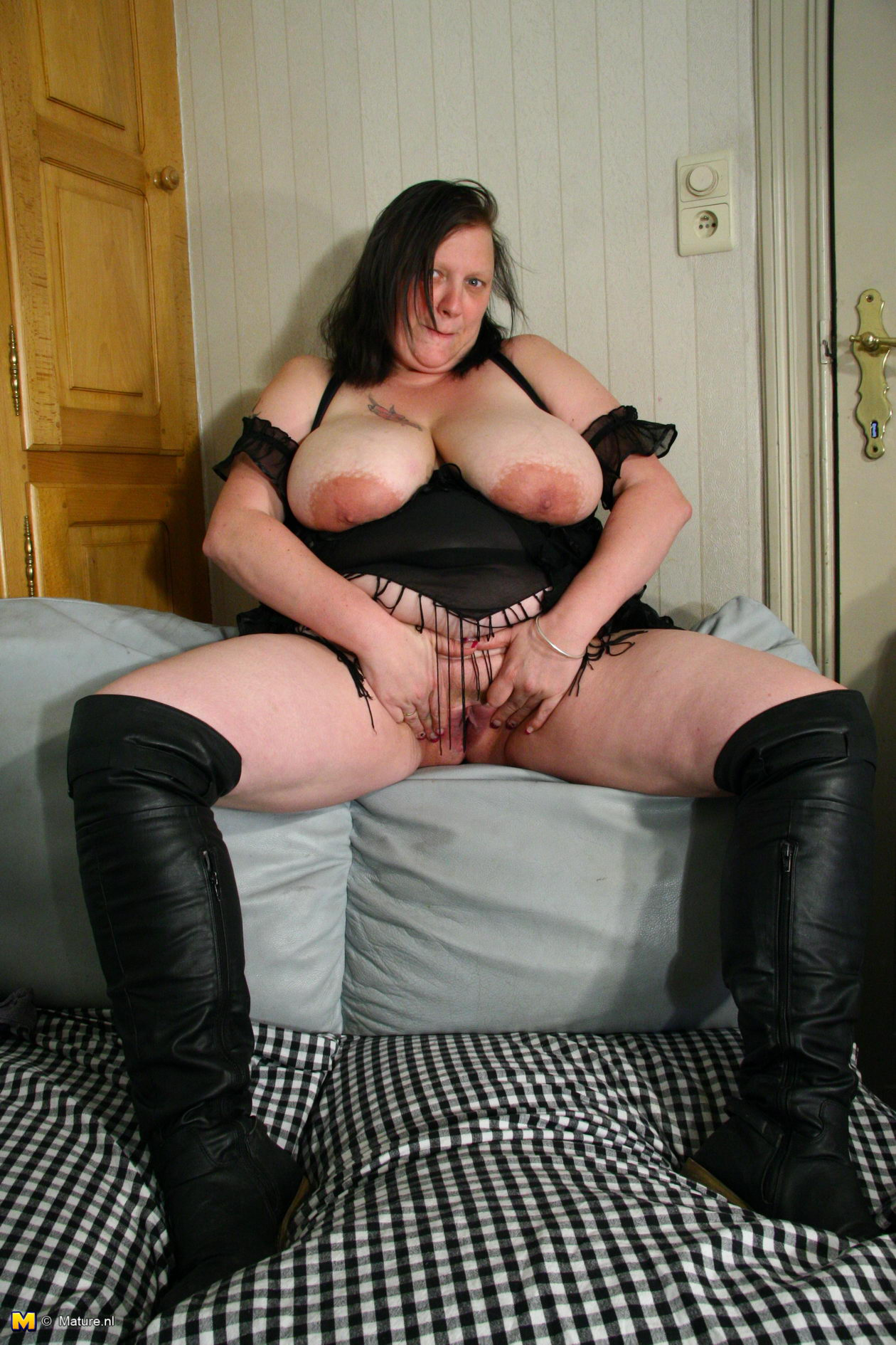 large-mature-clips-gallery-xl