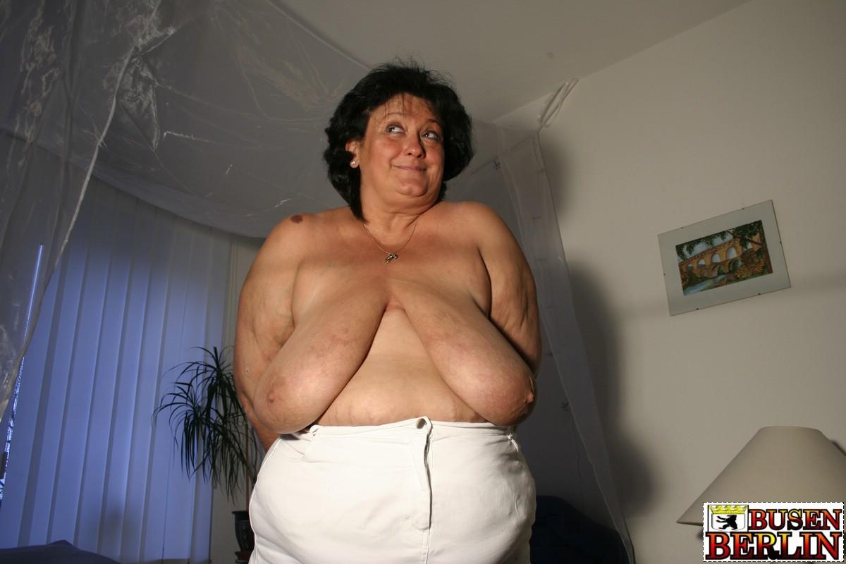 breast Mom exposed