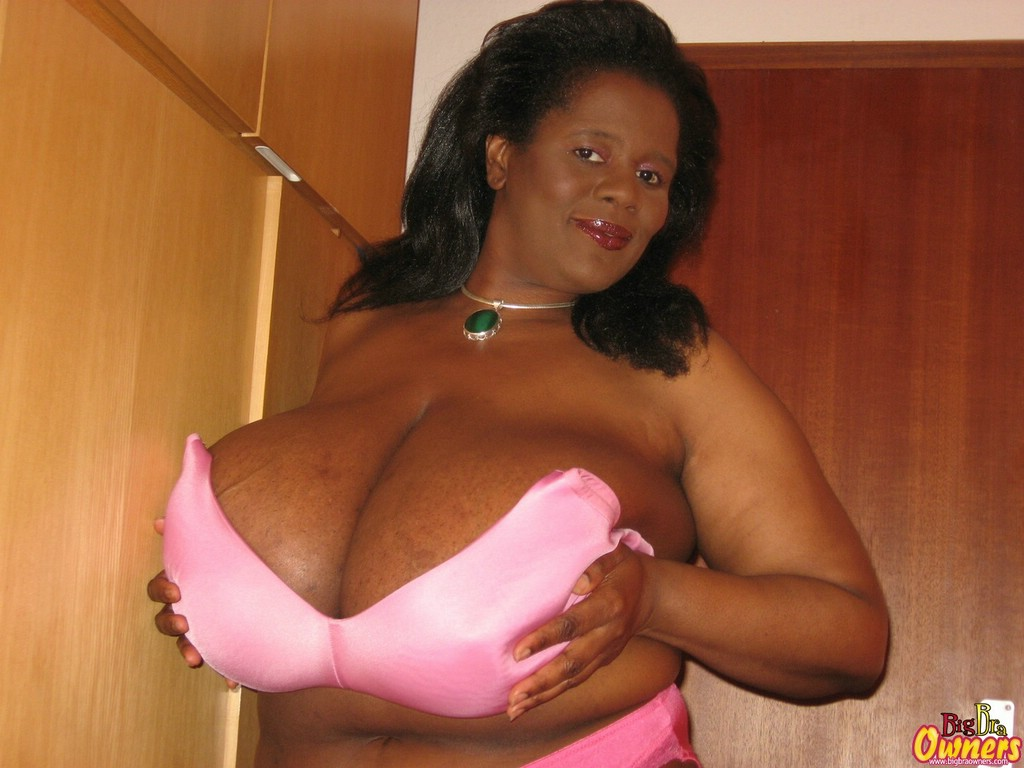 Sie big black and busty gallery scary capri fucking