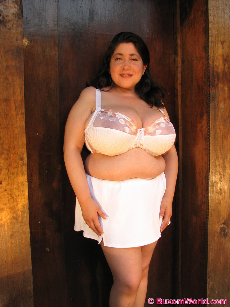 Bulging Tits Tight Bra