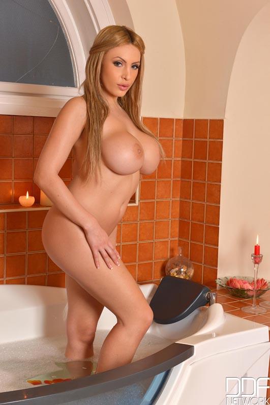 Sexy Tan Lines Big Tits