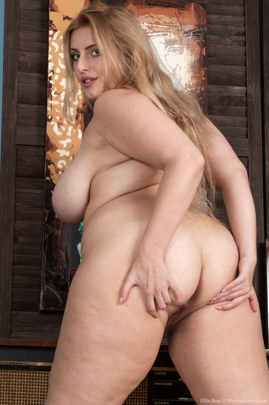 Ellie Roe strips naked and shows off sexy body - Big Boobs ...